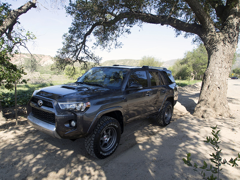 King Shocks launches the 2.5 Remote Reservoir Coilover Kit for 2010 + Toyota 4Runners with the KDSS sway bar system.